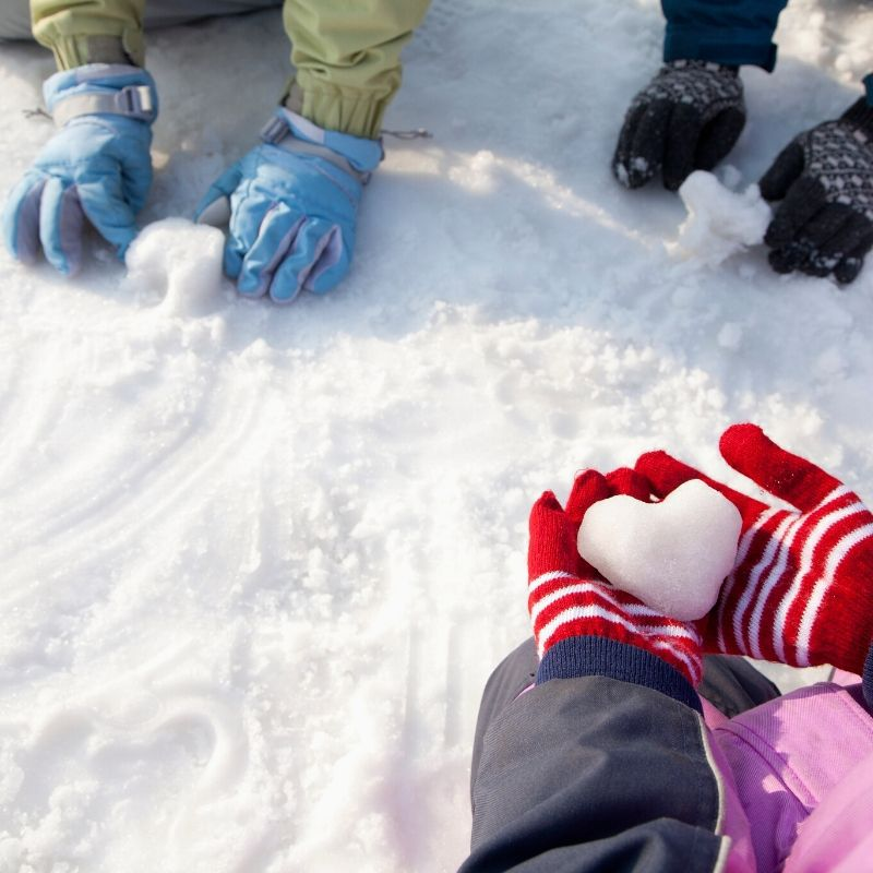 7 Healthy Family Activity Ideas for Winter will get you guys active and embracing the cold weather! The kids will love making these memories too. #winter #activities #family #healthy #breagettingfit