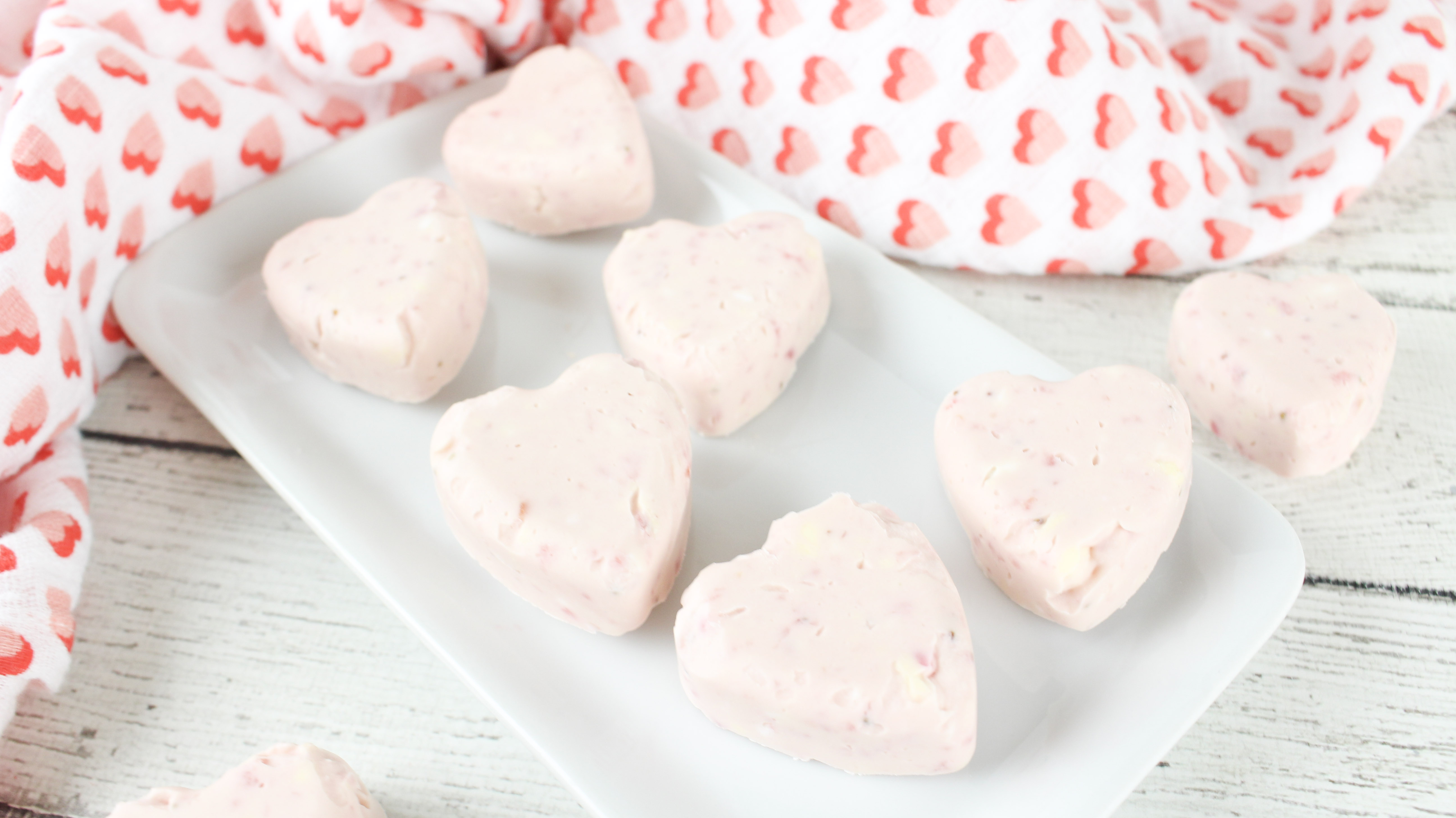 How to make low carb Keto Strawberry Cheesecake Fat Bombs